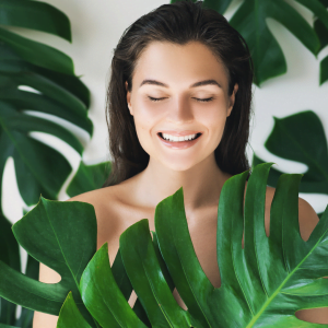 Erase the scars of the past and enjoy a healthy, glowing and firm skin without breakouts and the signs of ageing and sun damage. Book a course of 6 Dermapen
